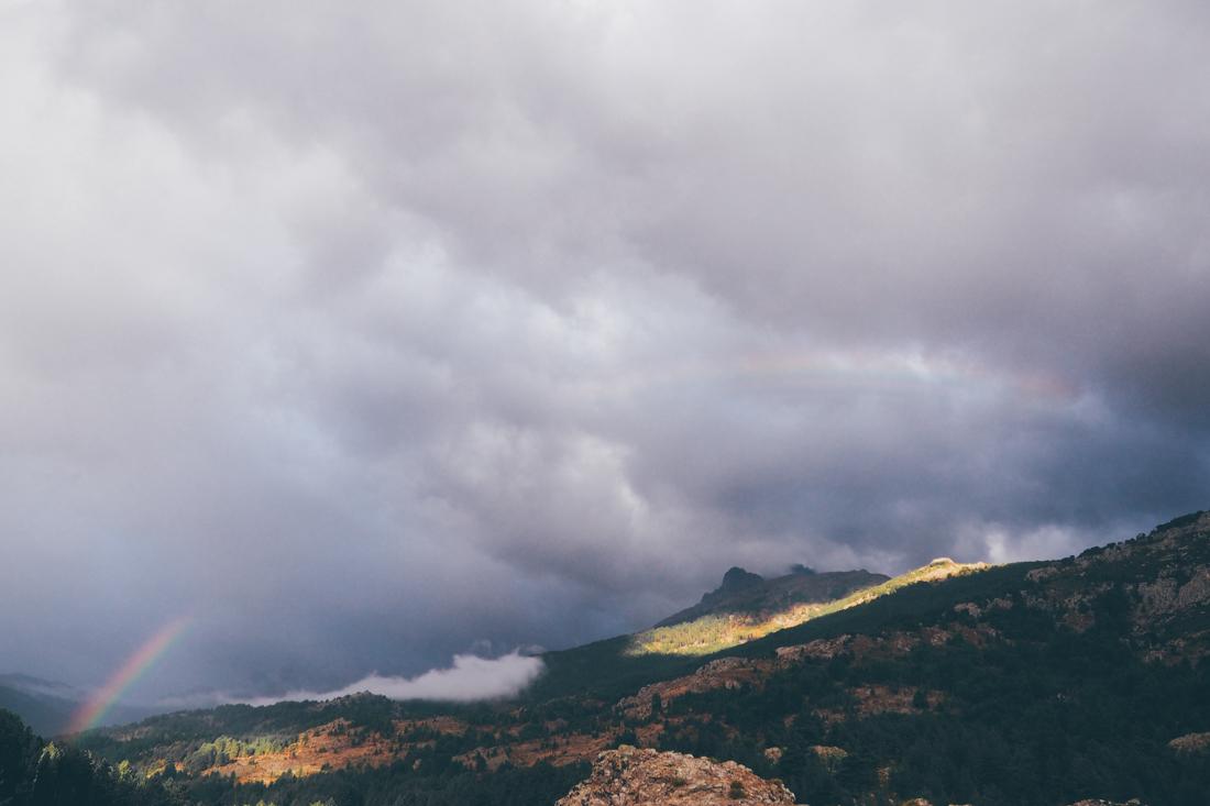 Roadtrip en Corse, réveil face à un arc en ciel dans le Niolu / Tippy.fr