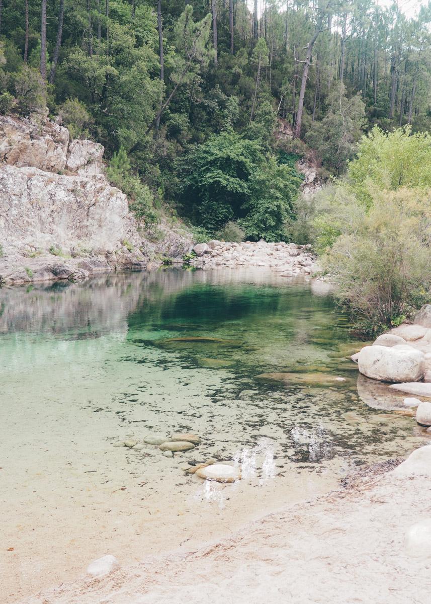 Road trip en Corse, rivière Solenzara / Tippy.fr