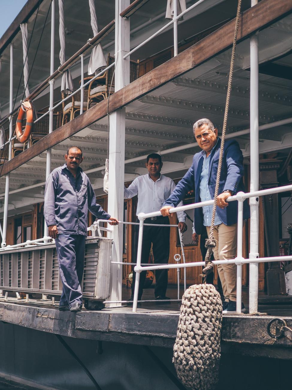 L'Égypte avec Voyageurs du Monde / Tippy.fr - Amir, le directeur, et son équipe attendent notre arrivée sur le Steam Ship Sudan
